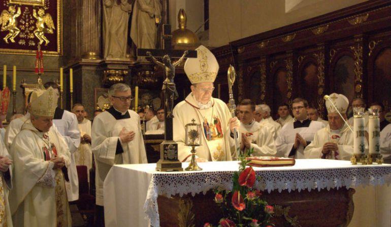 Eucharystia i posługa duszpasterska w latach obozowej niewoli